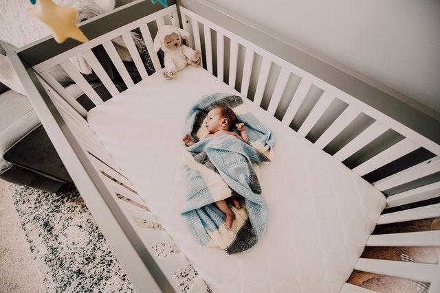 Jakie łóżeczko dziecięce