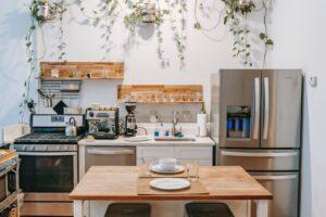Gdzie kupić sprzęt kuchenny – stacjonarnie czy online?