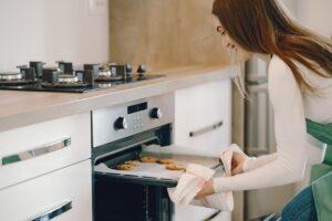 Piekarnik z płytą indukcyjną – razem czy osobno?